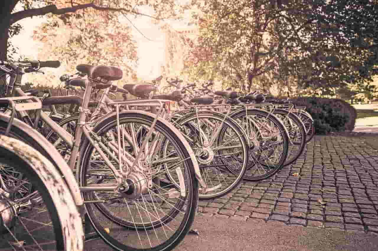 lock a bike in the street